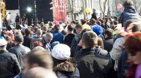 ODESSA el 1 de abril: la gente mira concierto libre Imagen de archivo libre de regalías