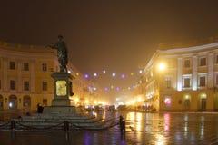 odessa Monumento al duque de Richelieu en la niebla Navidad Imagen de archivo libre de regalías