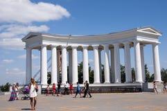 Odessa, południe Ukraina, Primorsky bulwar, Vorontsov pałac, kolumnada Lipiec 10, 2018 Chodzić na miasto ulicach w lecie fotografia royalty free