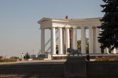 Odessa, südlich von Ukraine, Primorsky-Boulevard, Vorontsov-Palast, Kolonnade 10. Juli 2018 Gehen auf die Stadtstraßen im Sommer lizenzfreies stockfoto