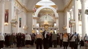 Odessa, Ucrânia - 23 de abril de 2014: Crentes cristãos ortodoxos