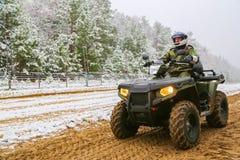 Odessa, Ucrânia - 15 de dezembro de 2015: A guarda fronteiriça em ATV Imagens de Stock Royalty Free
