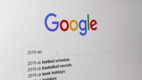 Odessa, Ucrânia - 28 de março de 2019: Google que procura pela eleição 2019 presidencial ucraniana video estoque