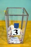 Odessa, Ucrânia - 25 de outubro de 2015: Urna de voto para do voto de votação Fotografia de Stock