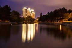 Odessa, Ucrânia Opinião do parque da noite fotografia de stock royalty free