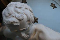 Odessa, Ucrânia Primeiro plano do monumento chamado 'casa com o Atlanteas ' imagens de stock royalty free
