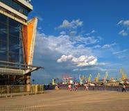 Odessa, Ucrânia, vista do porto, o porto no tempo do verão Imagens de Stock Royalty Free