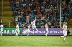 ODESSA, UCRÂNIA - 21 de julho de 2018: Os jogadores de futebol Dinamo Kiev comemoram o objetivo marcado durante os finais do 2018 foto de stock
