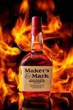 Odessa, UCRAINA - dicembre 2, 2018: Bottiglia di whiskey del bourbon del segno del creatore che caratterizza la loro guarnizione  immagini stock libere da diritti