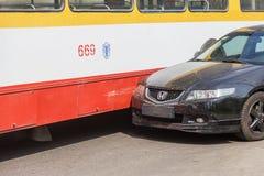 Odessa, Ucrania - 24 de abril de 2018: El conductor del coche no hizo calculat imagen de archivo libre de regalías