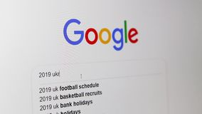 Odessa, Ucrania - 28 de marzo de 2019: Google que busca para la elección presidencial ucraniana 2019 almacen de video