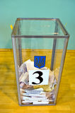 Odessa, Ucrania - 25 de octubre de 2015: Urna para del voto de votación Fotografía de archivo