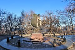 Odessa, Ucrania Monumento a la naranja, localizada cerca de la playa de Odessa imagen de archivo
