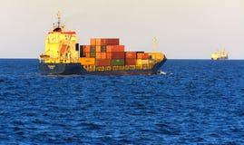Odessa Ukraina - Augusti 08, 2018 Stora transporter för ett lastfartyg royaltyfria bilder