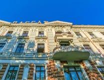 Odessa Ukraina - Jily 09, 2017: Borggårdpassage i Odessa Historiskt och arkitektur Arkivfoton