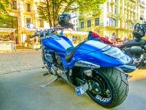 Odessa Ukraina - Jily 09, 2017: Skräddarsy mopeder som parkeras på den Deribasovskaya gatan i Odessa Royaltyfri Fotografi