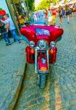 Odessa Ukraina - Jily 09, 2017: Skräddarsy mopeder som parkeras på den Deribasovskaya gatan i Odessa Royaltyfri Foto