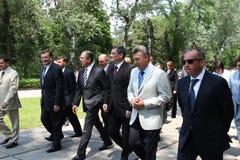 Odessa Ukraina, Kwiecień, - 6, 2011: Minister Spraw Zagranicznych Rosja Sergey Lavrov, oficjalna wizyta Kłaść kwitnie przy Wieczn fotografia royalty free