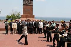 Odessa Ukraina, Kwiecień, - 6, 2011: Minister Spraw Zagranicznych Rosja Sergey Lavrov, oficjalna wizyta Kłaść kwitnie przy Wieczn zdjęcie royalty free