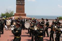 Odessa Ukraina, Kwiecień, - 6, 2011: Minister Spraw Zagranicznych Rosja Sergey Lavrov, oficjalna wizyta Kłaść kwitnie przy Wieczn obrazy stock