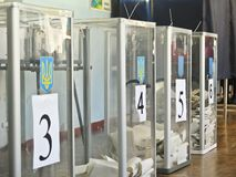 Odessa, Ukraina - 31 Marzec 2019: miejsce dla ludzi g?osowa? wyborc?w w krajowych politycznych wyborach w Ukraina Tajnego g?osowa zdjęcia stock