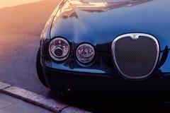 Odessa Ukraina September 2, 2018: Parkerat Jaguar S-typ främre H arkivfoto