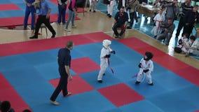 ODESSA, UKRAINE - 25ème du championnat de karaté de Shinkyokushinkai d'avril 2015 banque de vidéos