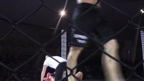 Odessa, Ukraine - 13 décembre 2014 : Le sport extrême a mélangé le judo de karaté de boxe de concurrence de l'Iron Fist 2 de tour banque de vidéos