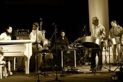 ODESSA, UKRAINE - 5 JUIN : Exécution de musiciens de jazz vivante sur le mâle Photos libres de droits