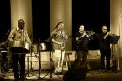 ODESSA, UKRAINE - 5 JUIN : Exécution de musiciens de jazz vivante sur le mâle Image libre de droits