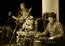 ODESSA, UKRAINE - 5 JUIN : Exécution de musiciens de jazz vivante sur le mâle Photographie stock