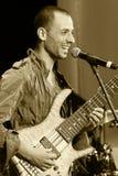 ODESSA, UKRAINE - 5 JUIN : pe de Ran Levi de bassiste (Israël, Tel Aviv) Image stock