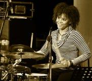 ODESSA, UKRAINE - 5 JUIN : Perforation de Yissy Garcia (Cuba, La Havane) de tambours Images stock