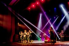 ODESSA, UKRAINE - 17 MARS 2019 : JAZZ de LIBERTÉ lumineux d'exposition de musique Beau jazz-band féminin sur l'étape dans un jazz photos stock
