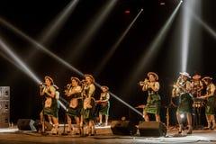 ODESSA, UKRAINE - 17 MARS 2019 : JAZZ de LIBERTÉ lumineux d'exposition de musique Beau jazz-band féminin sur l'étape dans un jazz photographie stock