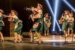 ODESSA, UKRAINE - 17 MARS 2019 : JAZZ de LIBERTÉ lumineux d'exposition de musique Beau jazz-band féminin sur l'étape dans un jazz photos libres de droits
