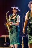 ODESSA, UKRAINE - 17 MARS 2019 : JAZZ de LIBERTÉ lumineux d'exposition de musique Beau jazz-band féminin sur l'étape dans un jazz photo stock