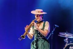 ODESSA, UKRAINE - 17 MARS 2019 : JAZZ de LIBERTÉ lumineux d'exposition de musique Beau jazz-band féminin sur l'étape dans un jazz photographie stock libre de droits