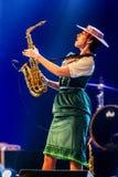 ODESSA, UKRAINE - 17 MARS 2019 : JAZZ de LIBERTÉ lumineux d'exposition de musique Beau jazz-band féminin sur l'étape dans un jazz photo libre de droits