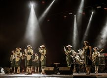 ODESSA, UKRAINE - 17 MARS 2019 : JAZZ de LIBERTÉ lumineux d'exposition de musique Beau jazz-band féminin sur l'étape dans un jazz image libre de droits