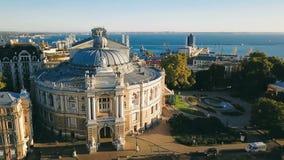 Odessa Ukraine-sightseeingsopera en Ballettheater Lucht Videolengte Hoogste mening stock videobeelden