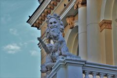 Odessa, Ukraine Vue détaillée des statues de marbre situées dans l'opéra national et le théâtre balled d'Odessa photo libre de droits