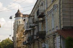 Odessa, Zuiden van de Oekraïne, Deribasovskaya-straat, 10 Juli, 2018 Het lopen op de stadsstraten in de zomer Toeristen en het re royalty-vrije stock foto's
