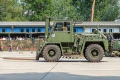 ODEUR DE RENFERMÉ militaire allemande 2,5 de chariot élévateur sur la plate-forme à la journée 'portes ouvertes' dans le burg de  photo libre de droits
