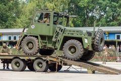ODEUR DE RENFERMÉ militaire allemande 2,5 de chariot élévateur sur une remorque à la journée 'portes ouvertes' dans le burg de ca photo libre de droits