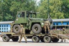 ODEUR DE RENFERMÉ militaire allemande 2,5 de chariot élévateur sur une remorque à la journée 'portes ouvertes' dans le burg de ca images libres de droits