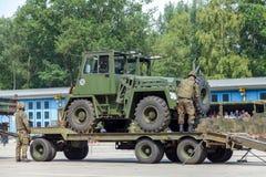 ODEUR DE RENFERMÉ militaire allemande 2,5 de chariot élévateur sur une remorque à la journée 'portes ouvertes' dans le burg de ca photos stock
