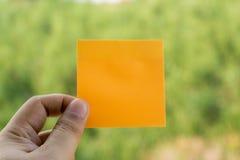 Odgórnego widoku koloru żółtego papier fotografia stock