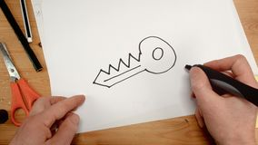 Odgórny widok, architekta wewnętrzna ręka rysuje klucz na prześcieradle papier, idealny materiał filmowy dla tematów tak jak dom, zbiory