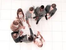 Odgórny widok Spotkanie partnery biznesowi w biurze zdjęcie stock
